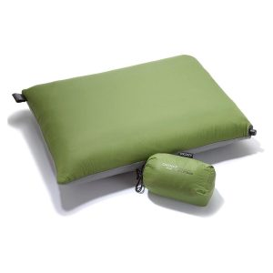 Cocoon Air45 is a thin and flat pillow that's inflatable. The external layer is made of nylon and polyester. It features an inflatable air core along with a synthetic fill.